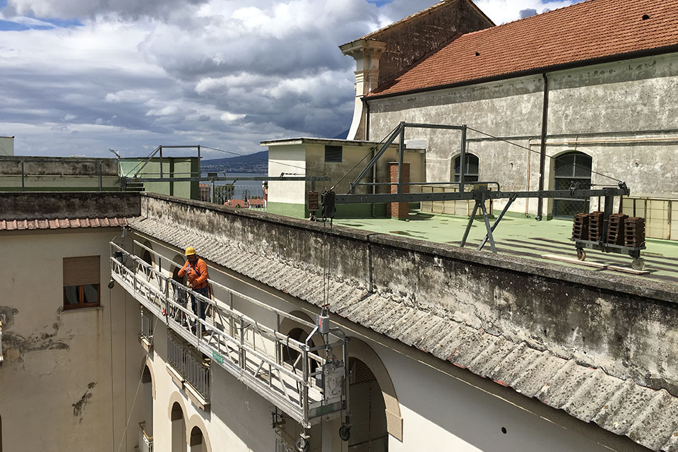 Noleggio ponte sospeso ad argani elettrici Napoli